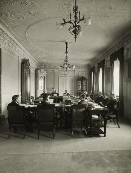 Tokoin senaatti 1917, talousosaston istunto.