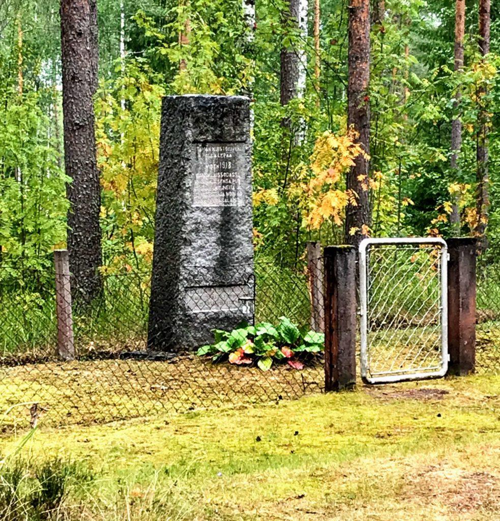 Hautamuistomerkki Heinolan Lusissa.