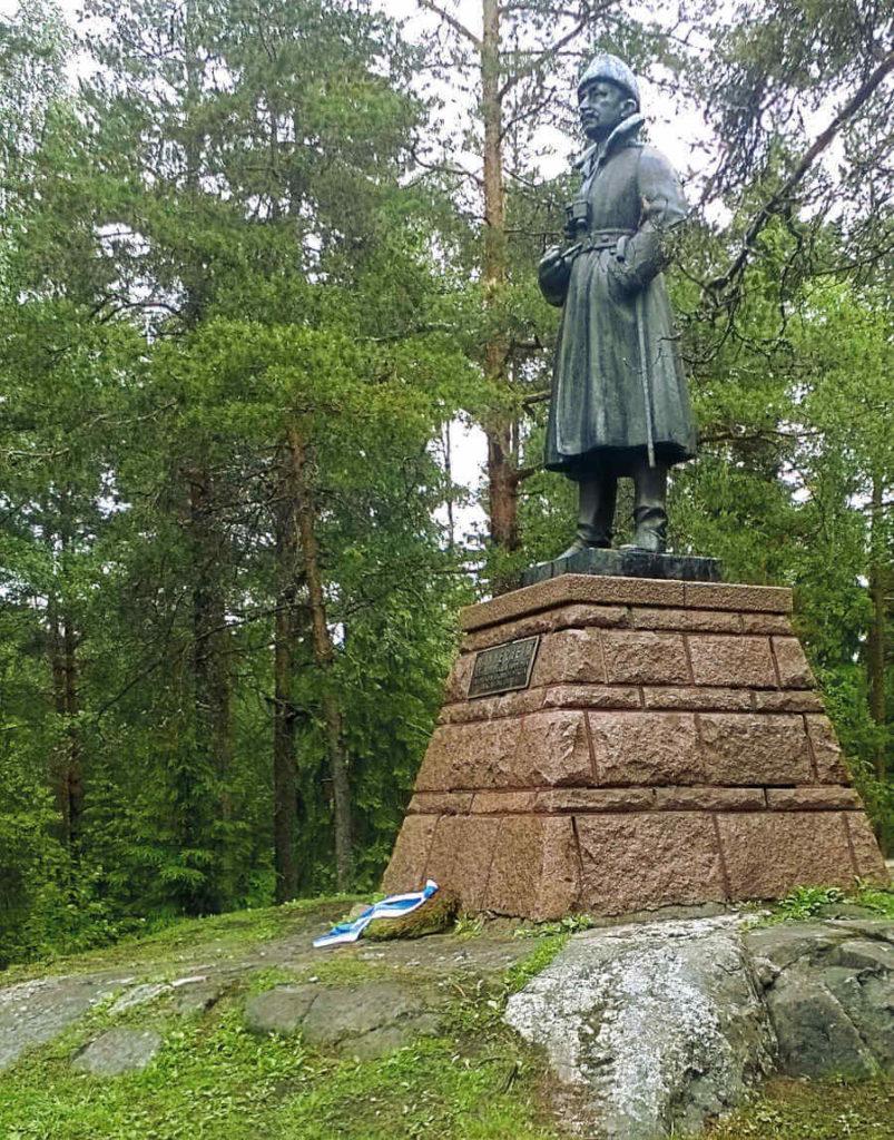Tampere 1918:  Mannerheimin patsas sijaitsee korkean kallion päällä nykyisessä Leinolassa noin 6 km Kalevankankaalta itään. Tältä paikalta ylipäällikkö seurasi Tampereen valtausta huhtikuussa. Valokuva S.Kiuru 2018.